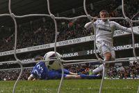 Flashback: Sigurdsson strikes as Spurs hold Everton