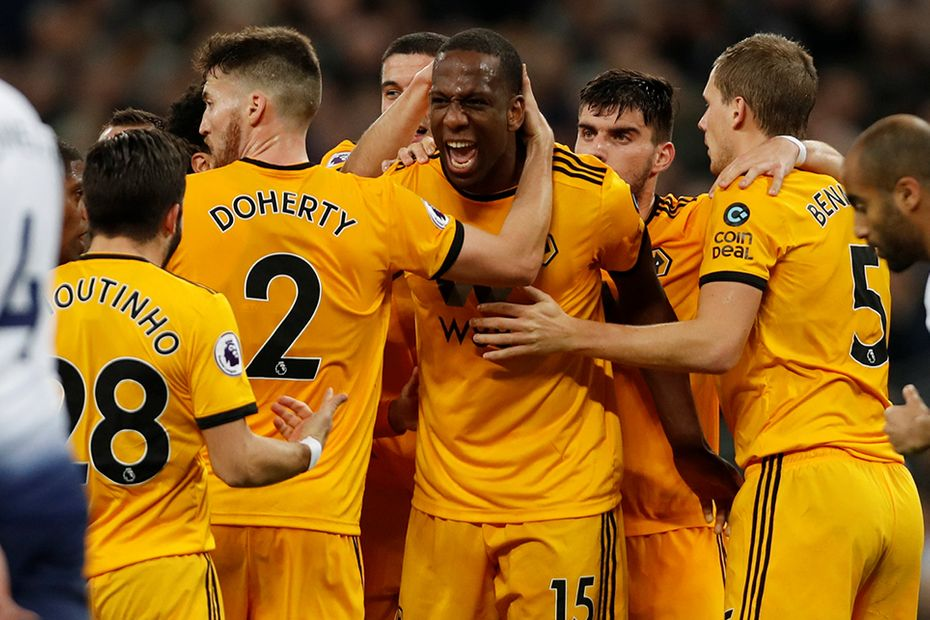 Wolves celebrate scoring against Spurs l