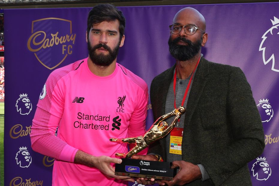 Alisson receives Golden Glove award
