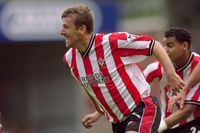 Flashback: Le Tissier stuns Arsenal in The Dell's finale