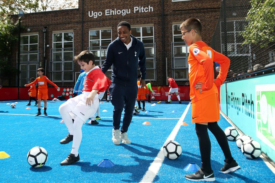 Kyle Walker-Peters and Seven Sisters schoolkids