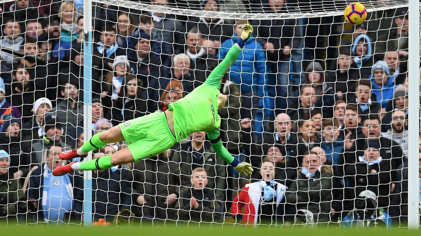 Kepa Arrizabalaga fails to save the first goal from Sergio Agüero