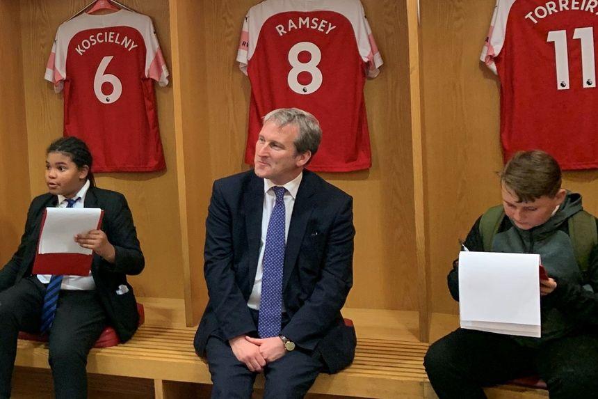 Damian Hinds Arsenal visit
