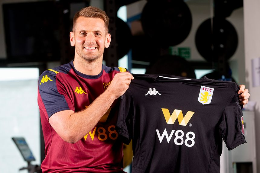 Tom Heaton joins Aston Villa