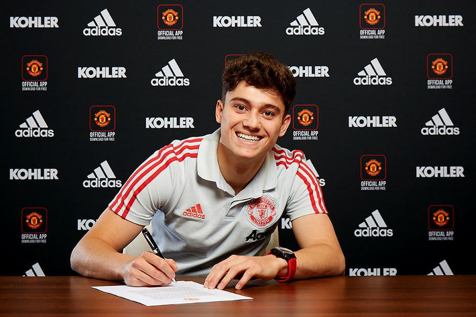 Daniel James pictured signing for Manchester United