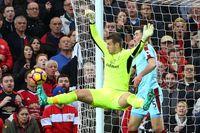 Iconic Moment: Brilliant Heaton denies Man Utd
