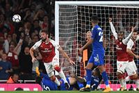 Classic match: Late Giroud goal earns Arsenal thrilling victory