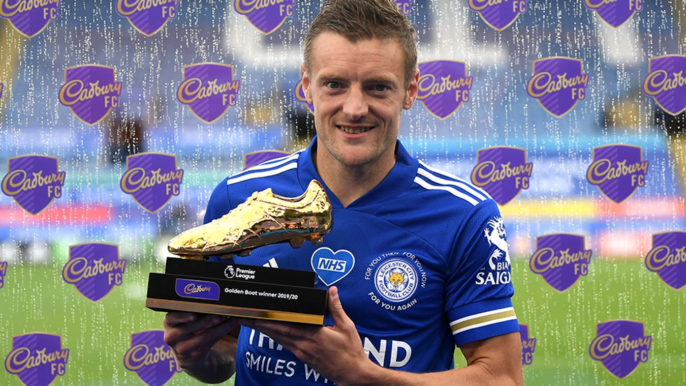 Jamie Vardy with the 2019/20 Golden Boot award