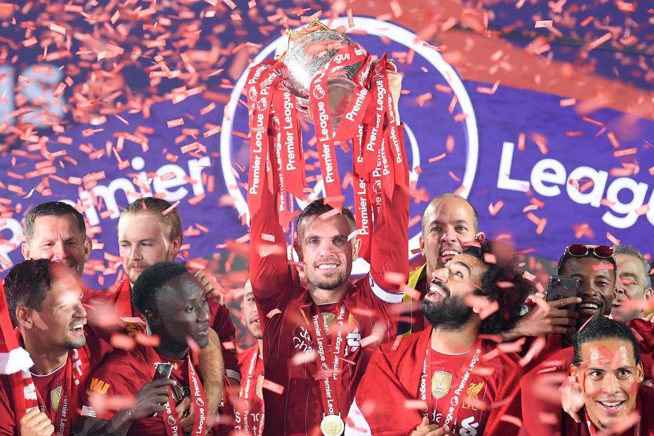 Jordan Henderson trophy lift