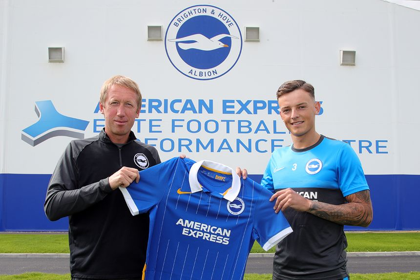 Ben White signs a new contract with Brighton