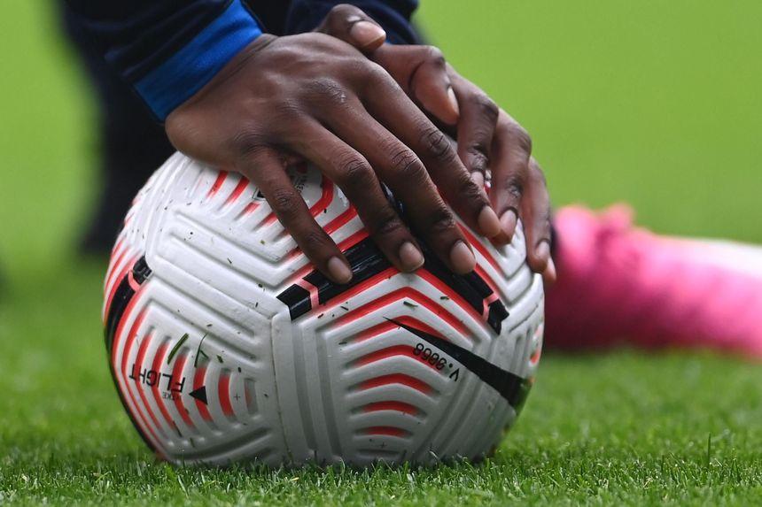 Nike ball hands