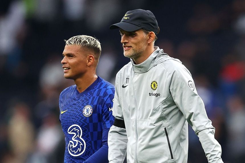 Hoddle: Chelsea are the team to beat