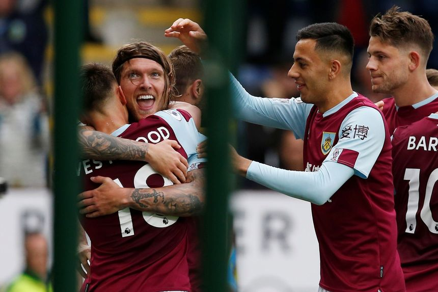 Premier League - Burnley v Everton