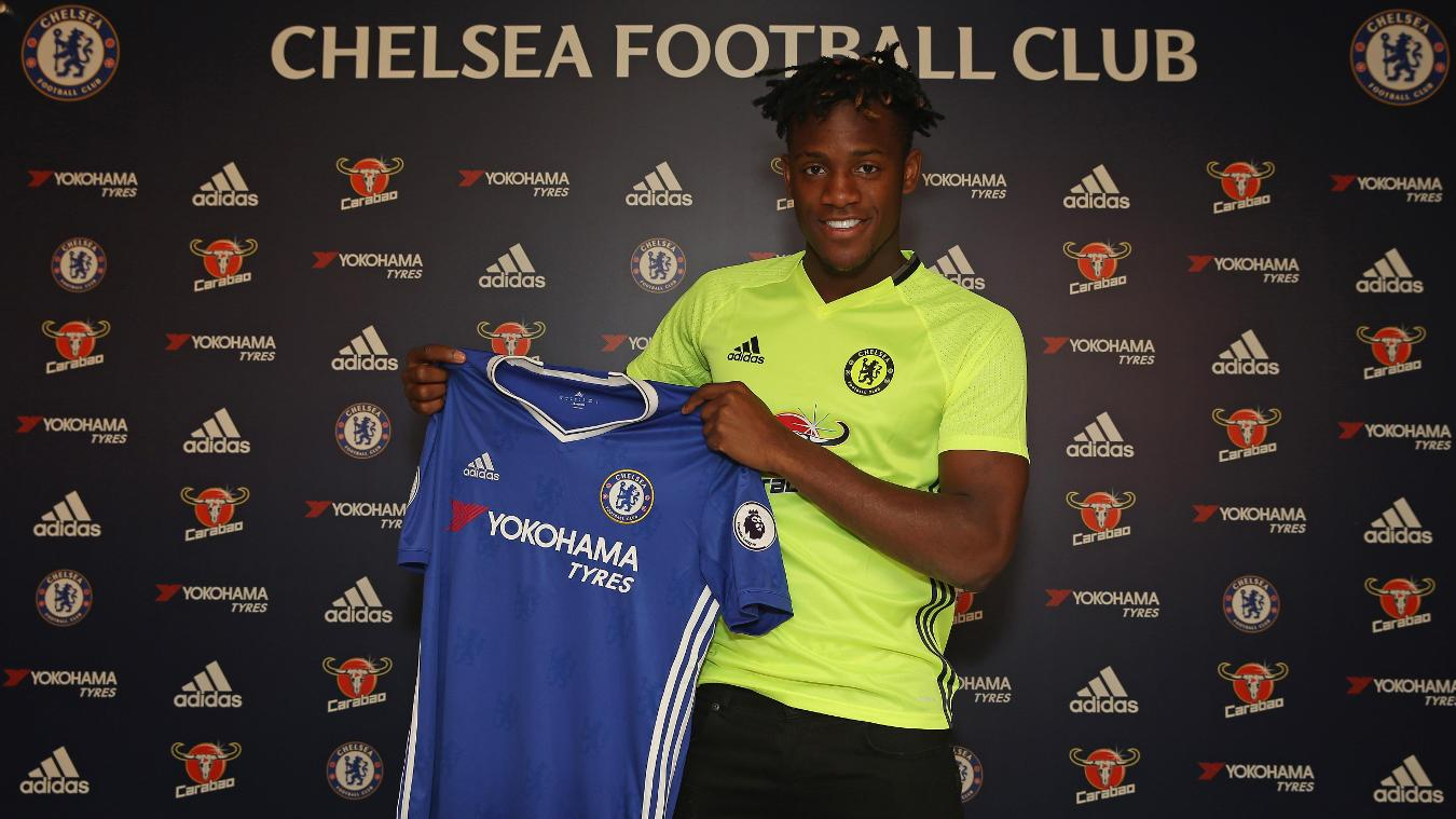 pulse-CHE-batshuayi-holds-shirt-040716.jpg