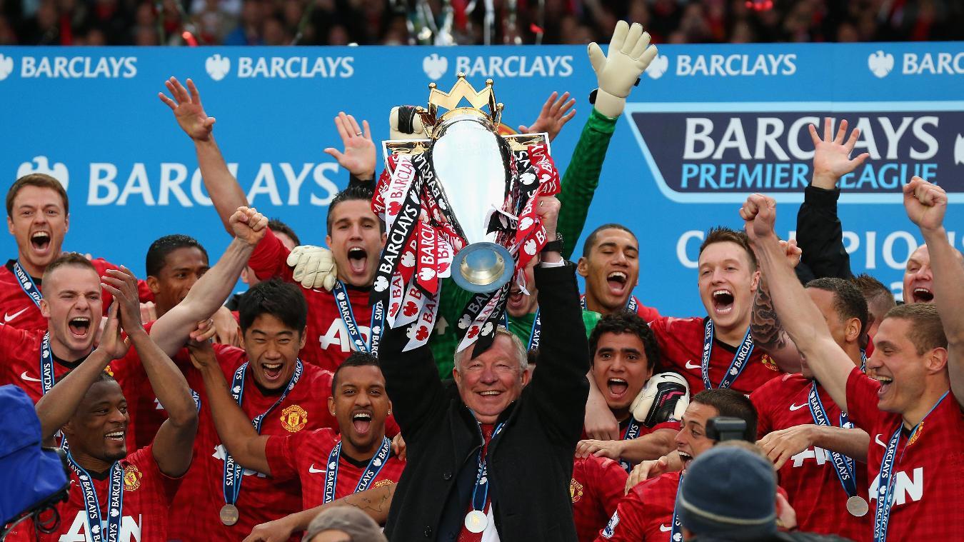 sir-alex-ferguson-lifts-premier-league-trophy-2012-2013-200716