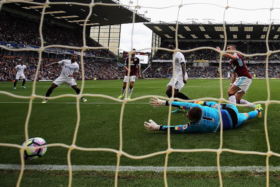 Burnley 0-1 Swansea City