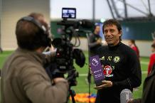 Conte honoured to win Barclays Manager of the Month