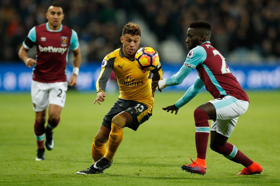 Arsenal's Alex Oxlade-Chamberlain in action with West Ham United's Arthur Masuaku