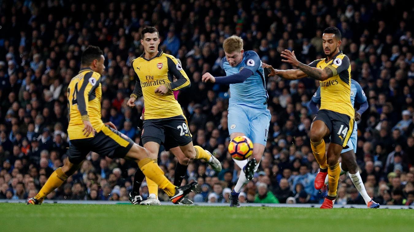 Manchester City's Kevin De Bruyne shoots