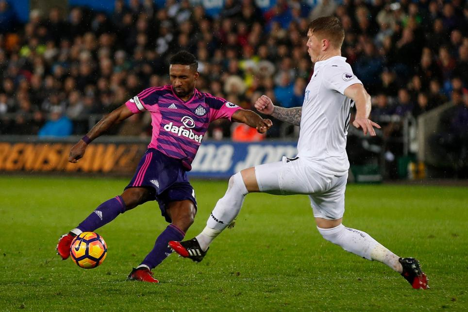 Sunderland's Jermain Defoe shoots at goal