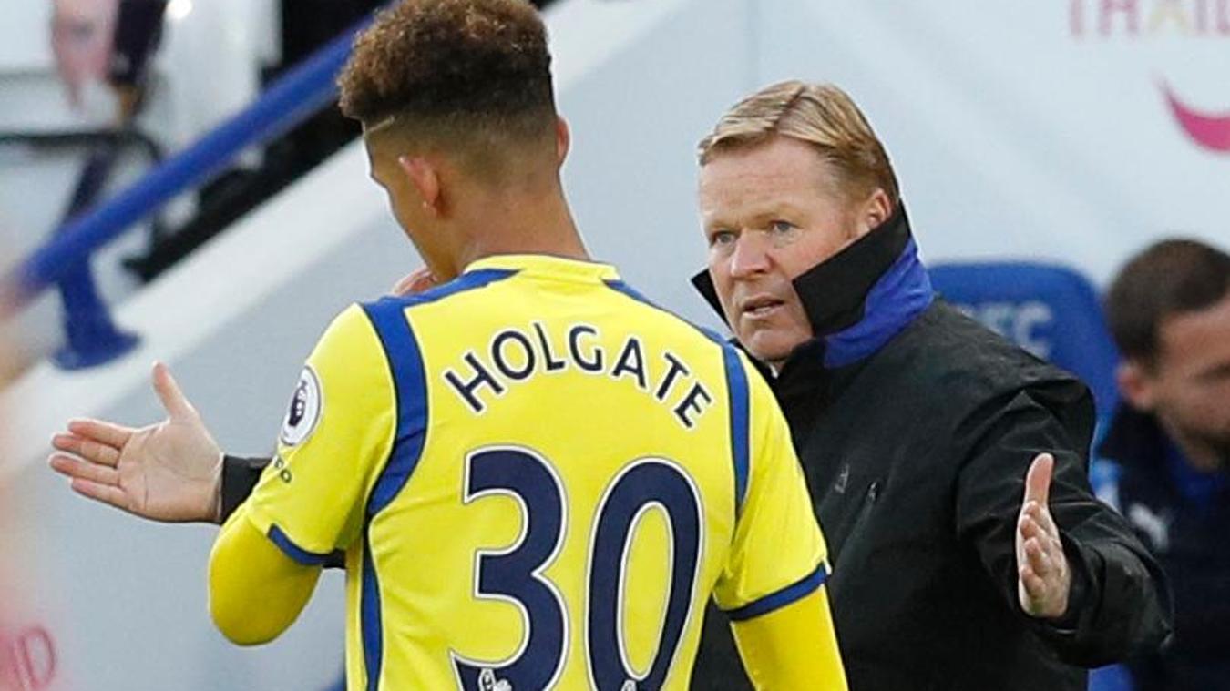 Everton manager Ronald Koeman with Mason Holgate