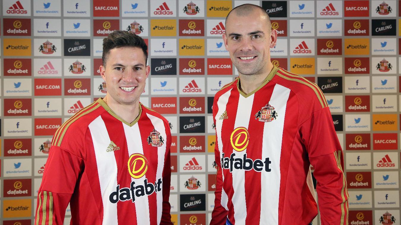 Bryan Oviedo and Darron Gibson join Sunderland
