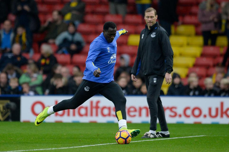 Romelu Lukaku warms up with Duncan Ferguson looking on
