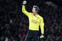 Iconic Moment: Van der Sar's clean sheet record