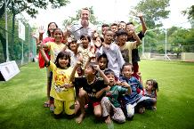 Ray Parlour visits Arsenal pitch in Indonesia