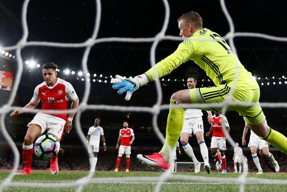 Arsenal's Alexis Sanchez scores against Sunderland