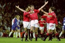 Iconic Moment: Pallister scores as Man Utd celebrate title