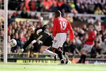 Iconic Moment: Yorke inspires big Man Utd win