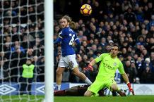 Iconic Moment: Davies helps Everton stun Man City