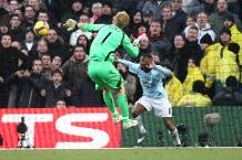Iconic Moment: Hart runs back to make amazing save