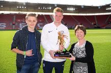 Kevin De Bruyne receives Playmaker of the Season award
