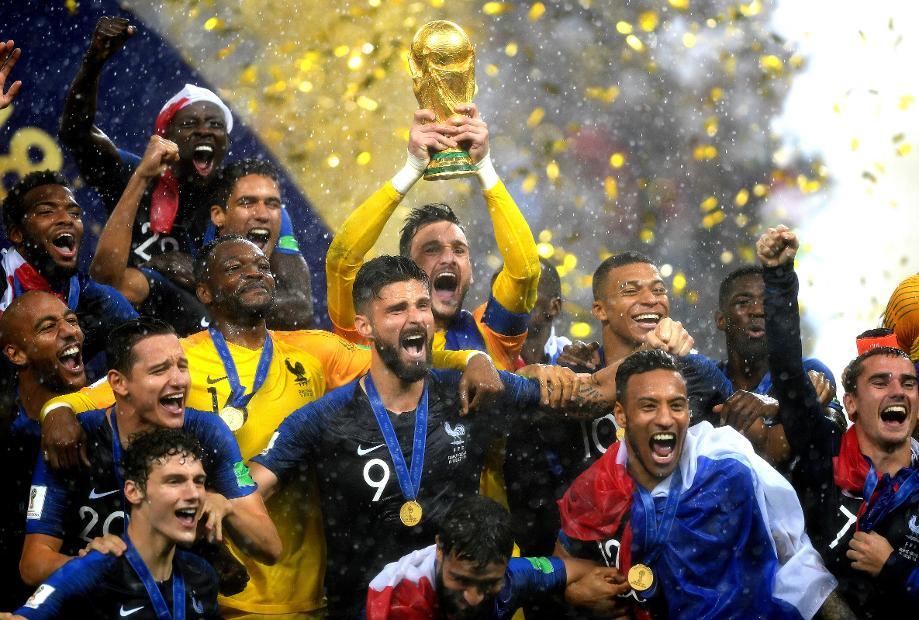 Hugo Lloris lifts the 2018 World Cup