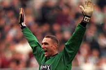 Iconic Moment: Jones goes in goal at Newcastle