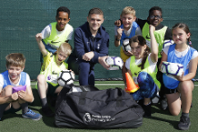 Trippier delivers PL equipment to Tottenham school
