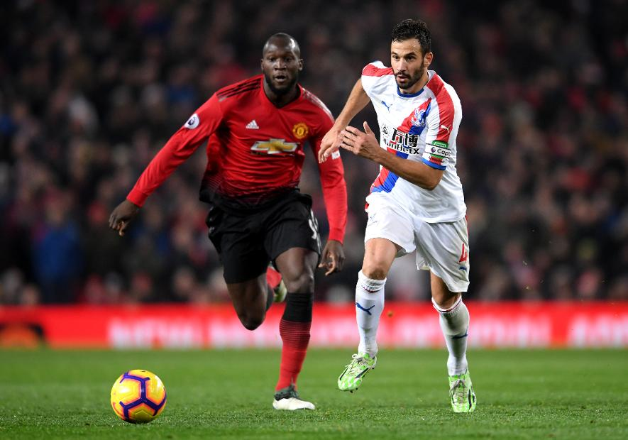 Romelu Lukaku of Manchester United battles for possession with Luka Milivojevic