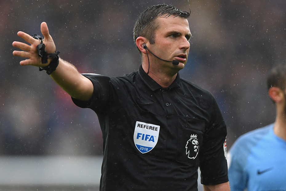 Michael Oliver, referee.png