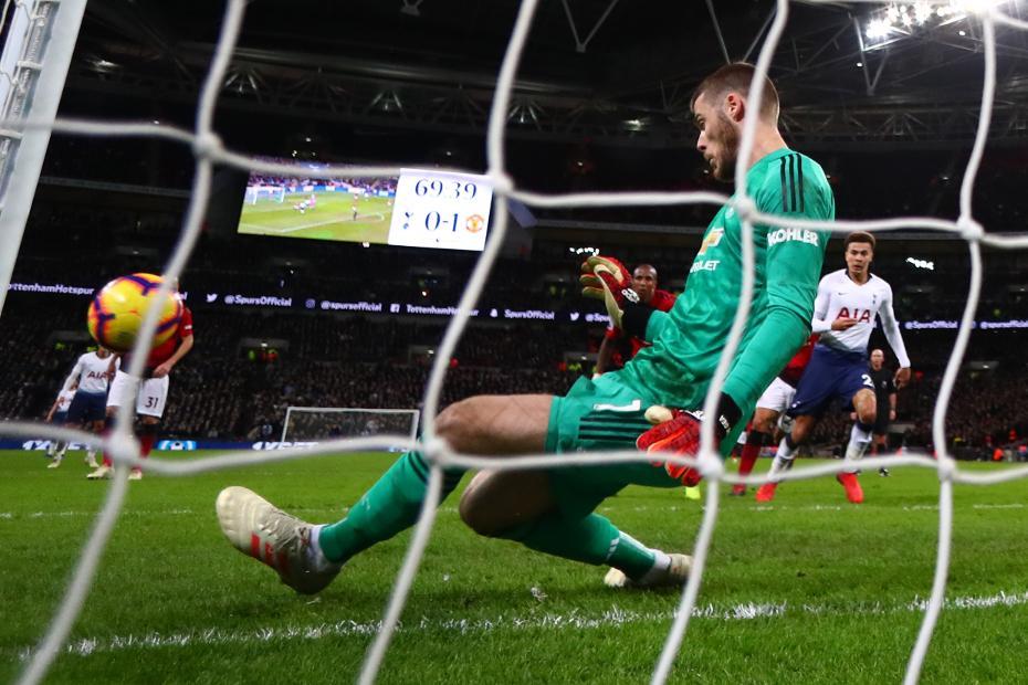 David De Gea saves with feet v Spurs