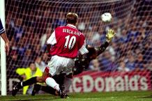 Flashback: Bergkamp brilliance stuns Leicester